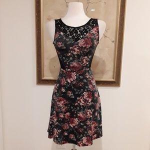 Dresses & Skirts - PRICE DROP Floral Strerch Lace Dress